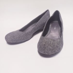 CL by CHINESE LAUNDRY Marcie Wedge Pump Size 8
